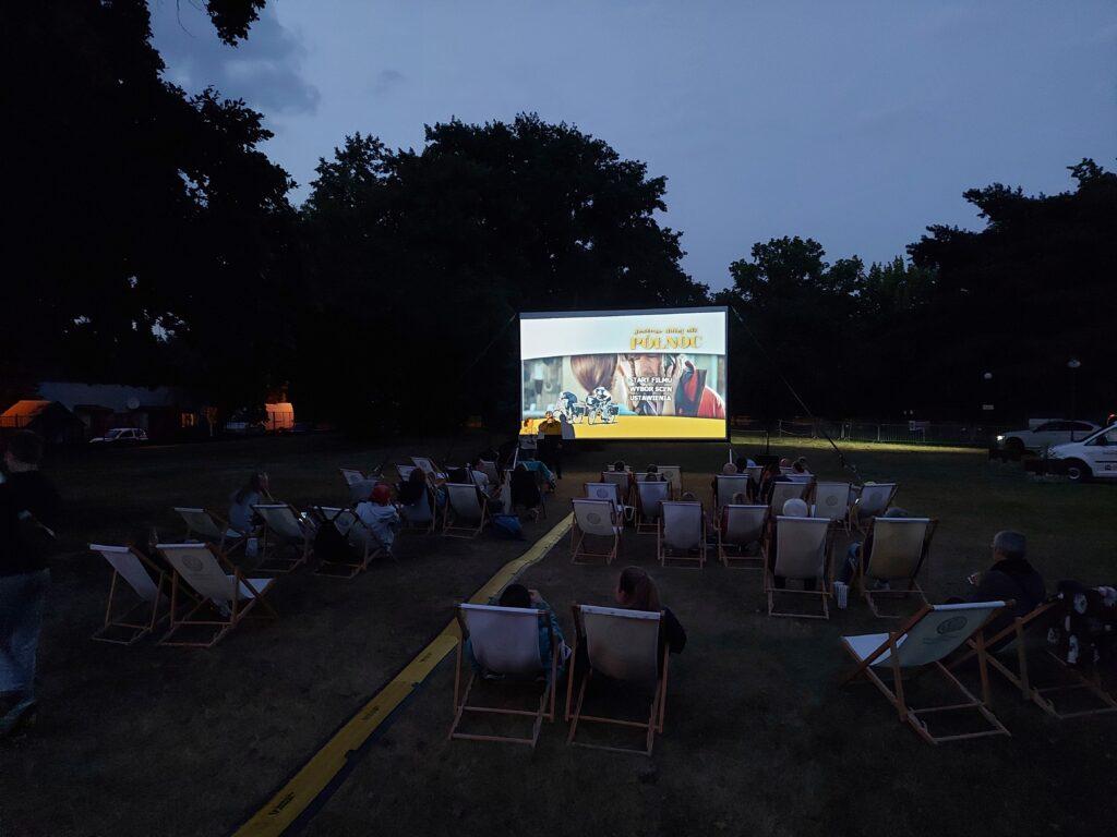 Kino letnie ciemno